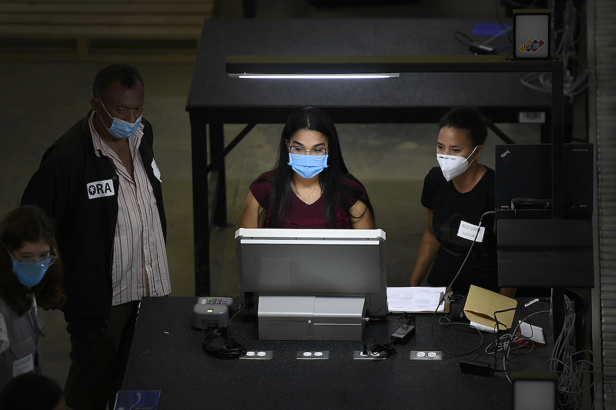 Venezuelan election workers test new voting machines. (AP)